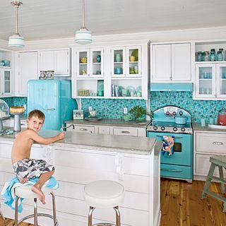 Charming-coastal-kitchen-l